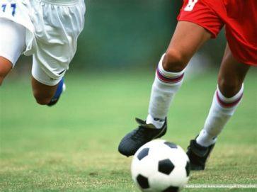踢足球.jpg